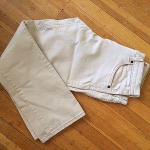 Woman's off white Levi's jeans